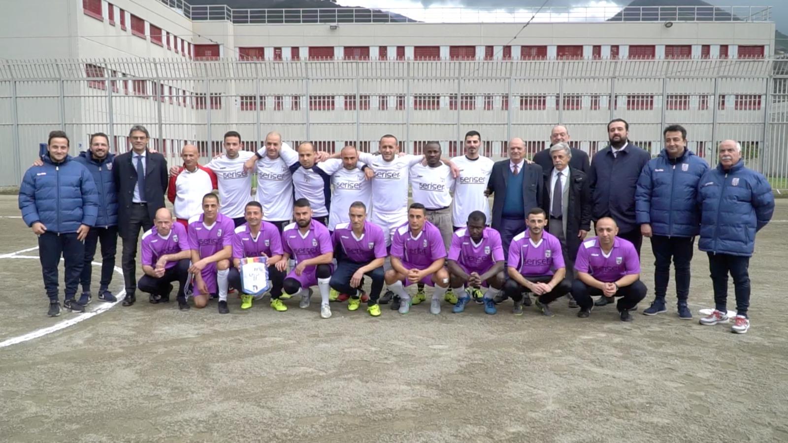 Il sogno della squadra dei detenuti di Paolapresentazione ed esordio nel campionato di calcio a 5