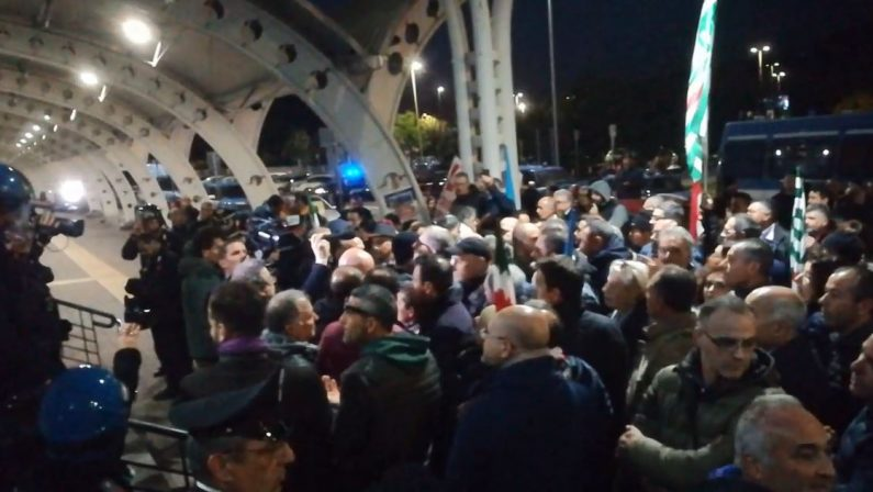 VIDEO - Protesta Lsu Lpu a Lamezia, presidio anche davanti l'aeroporto