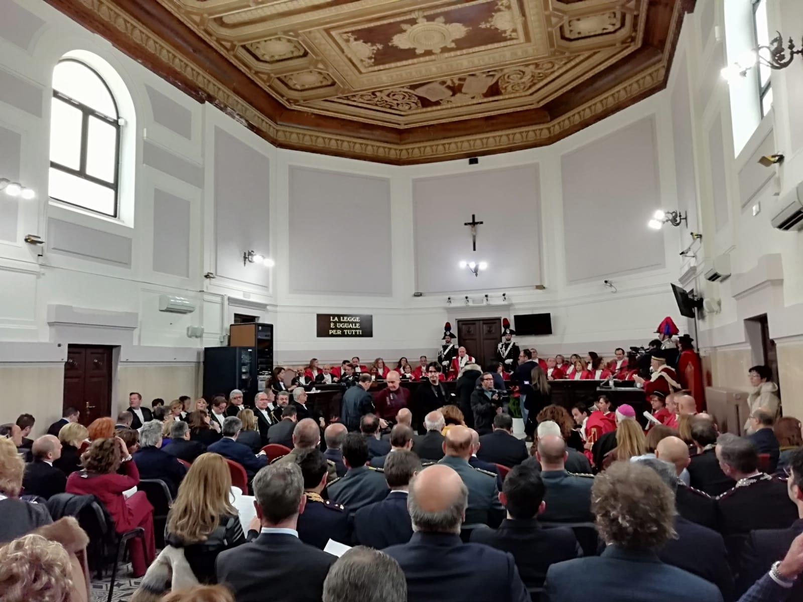 Inaugurato l'anno giudiziario a Catanzaro e Reggio CalabriaEvidenziato il peso della 'ndrangheta e il lavoro delle forze dell'ordine