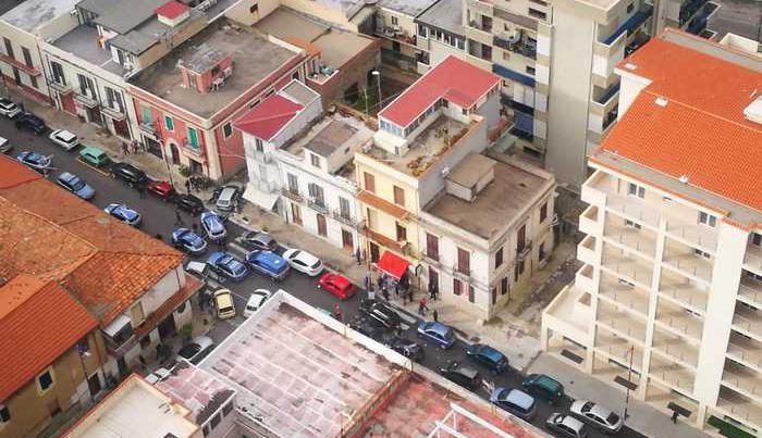 In auto senza assicurazione forzano posto di bloccoDenunciati un uomo e una donna a Reggio Calabria