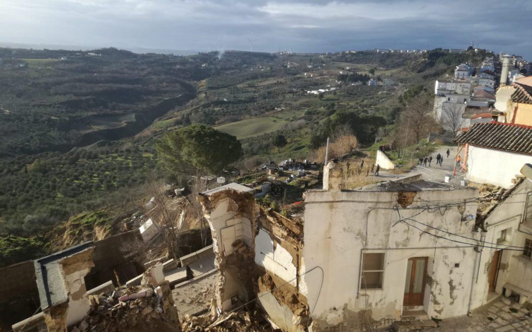 Una frana ha devastato il centro storico di Pomarico  Lo smottamento ha travolto diverse abitazioni