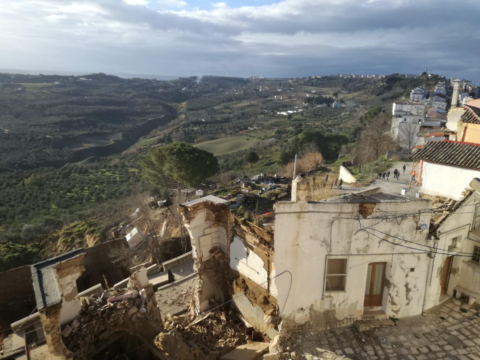 Una frana ha devastato il centro storico di PomaricoLo smottamento ha travolto diverse abitazioni