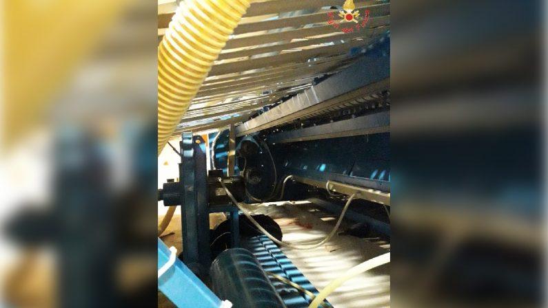Incidente sul lavoro a Crotone, grave una operaiabloccata con le braccia in una macchina piegatrice
