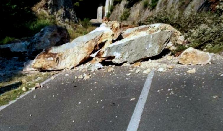 Crollo massi sulla statale 107 Silana-Crotonese, nelle prossime ore si deciderà la data di riapertura