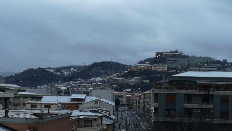 Neve sul Cosentino: scuole chiuse in vari comuniAnche l'Unical decide di sospendere le attività