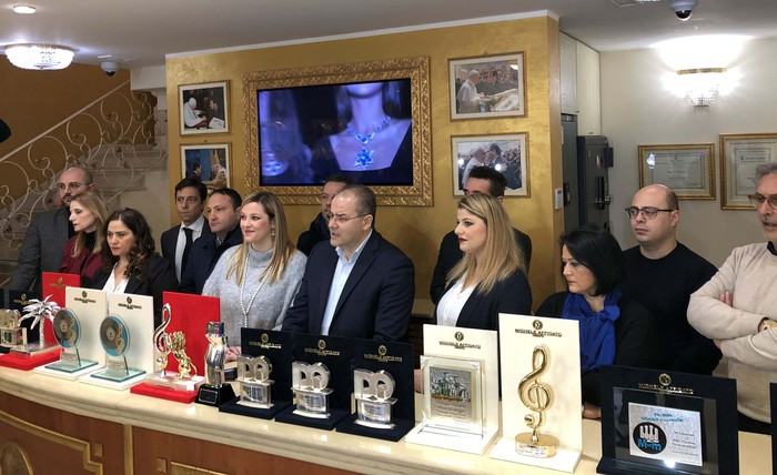 Sanremo, presentati i premi di Michele AffidatoAl Festival protagoniste le opere dell'orafo crotonese