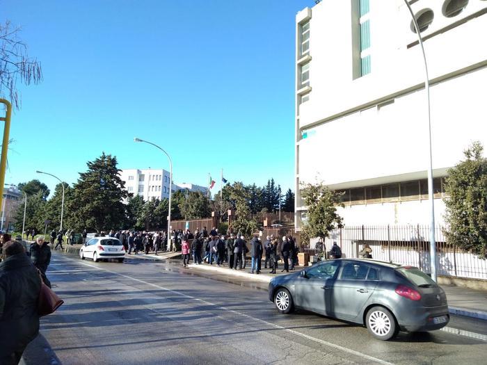 Allarme bomba al tribunale di Matera, palazzo evacuato