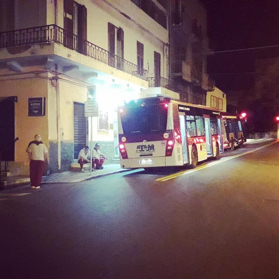 Autobus Atam preso a sassate a Reggio CalabriaForte condanna dell'Amministrazione: «Gravissimo»