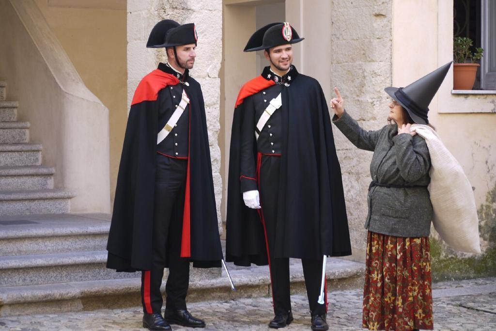 Boom per la campagna social dei carabinieri a Tropea  «Befana fermata dai militari per limiti di velocità»