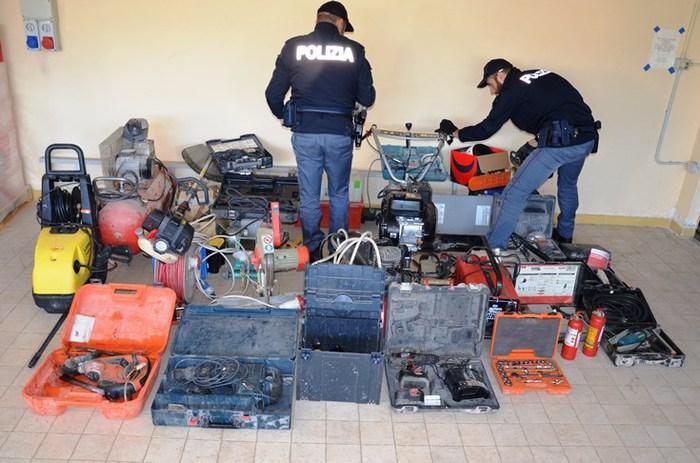 Attrezzature rubate trovate in una casa a CatanzaroIndagini su responsabili, il materiale è stato restituito