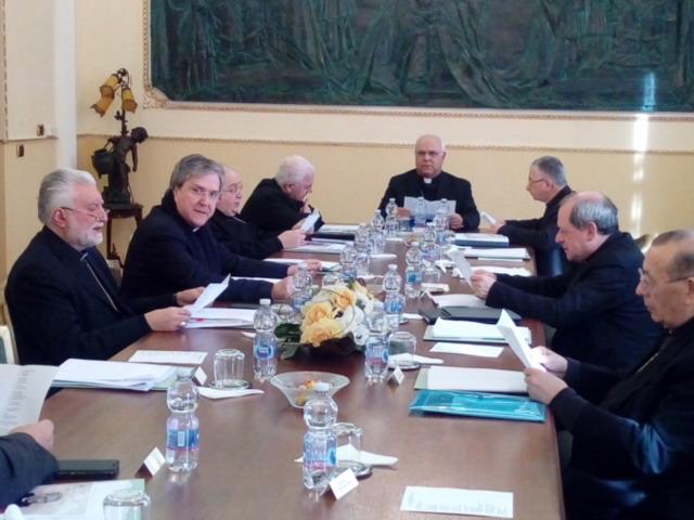 La proposta dei vescovi della Calabria ai parlamentari: garantire un assegno unico per i figli