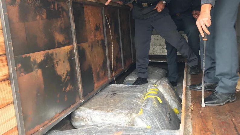 Bloccato nel Cosentino un Tir con 150 chili di drogaNel cassone hashish e marijuana, arrestato autista