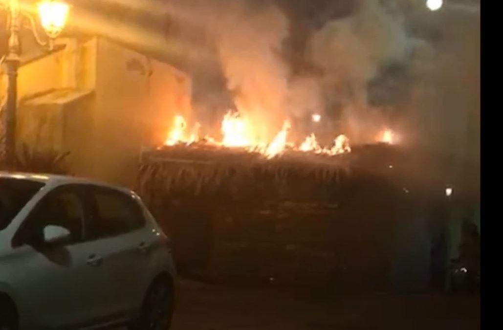Incendiata la capanna utilizzata per il Presepe vivente  Vandali in azione nel Catanzarese, indagano i carabinieri