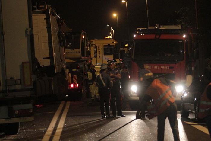 Caserta, banda di ladri fugge dalla Polizia e si schianta: quattro morti