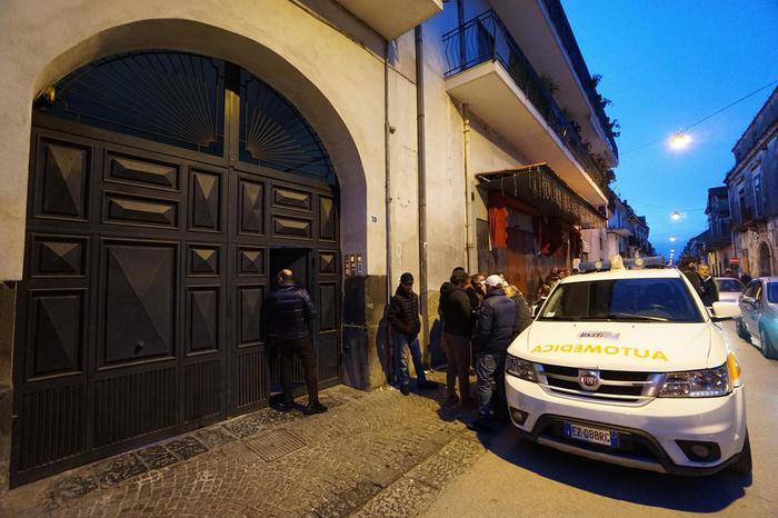 Caserta, bimbo ucciso dal patrigno: arrestata anche la madre