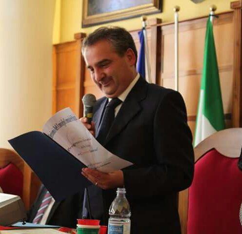 Intimidazione al sindaco di Girifalco, scoperto autoreDenunciato un operaio: avrebbe danneggiato l'auto