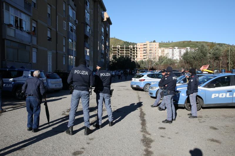 Minaccia la vicina e aggredisce i poliziotti a Catanzaro  Arrestato cittadino marocchino, era già ai domiciliari