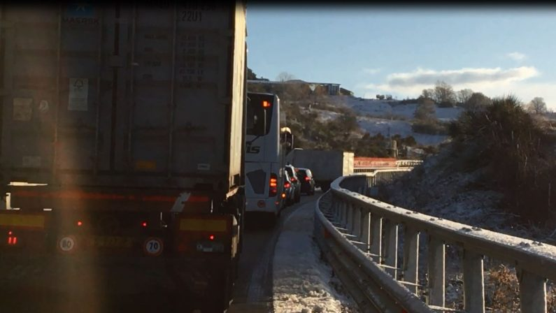 VIDEO - Maltempo, disagi sul raccordo autostradale Sicignano-Potenza
