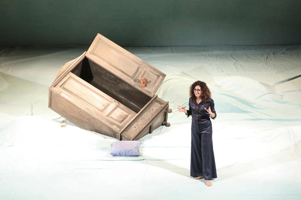 La comicità che fa riflettere: show di Teresa ManninoHa conquistato il pubblico con tre tappe in Calabria