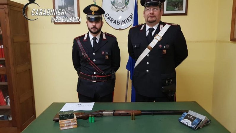 Fanno un controllo di routine e scoprono armi e munizioniPadre e figlio arrestati nel Vibonese dai carabinieri