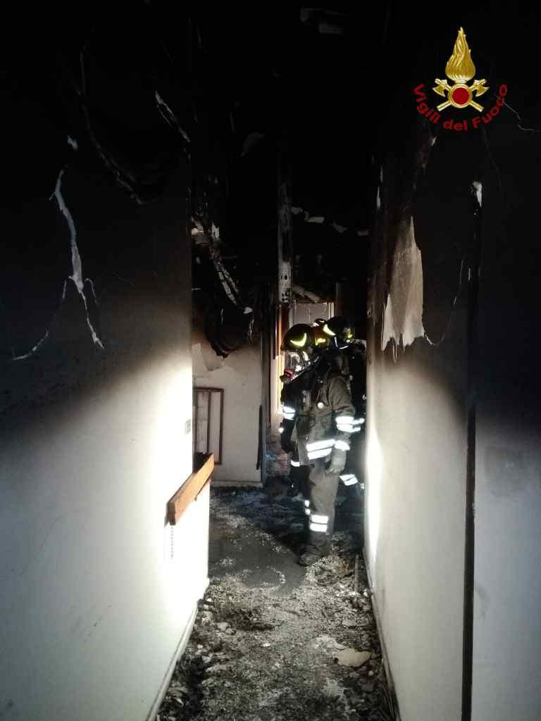 FOTO - Incendio in una casa di riposo a Reggio CalabriaStruttura distrutta e dodici anziani intossicati