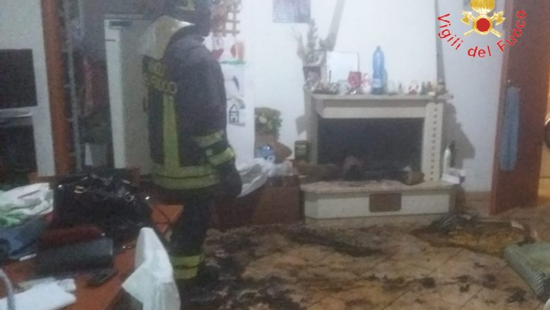 Incendio nella notte a Soverato, una donna feritaLe fiamme sarebbero divampate dal camino
