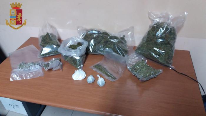 Un chilo e mezzo di marijuana nascosta in casaArrestato ai domiciliari un 25enne a Campo Calabro