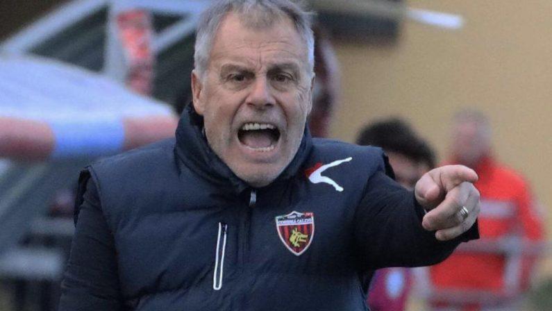 Calcio, fatale la sconfitta col Benevento: il Cosenza esonera Braglia