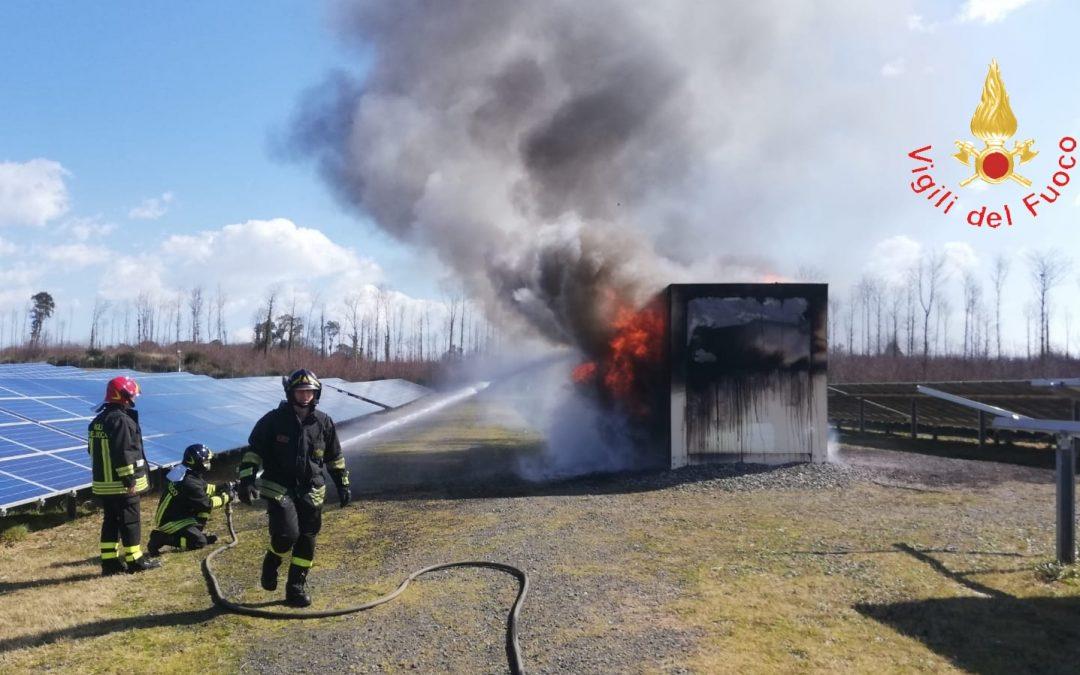 Incendio distrugge cabina fotovoltaico nel Catanzarese  Danni ingenti alla struttura, avviate le indagini