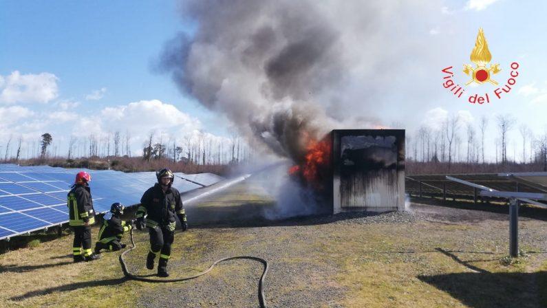 Incendio distrugge cabina fotovoltaico nel CatanzareseDanni ingenti alla struttura, avviate le indagini