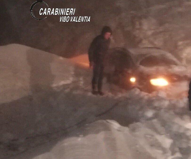 Maltempo, il freddo e la neve bloccano la Calabria  Padre e figlio soccorsi nel Vibonese. Scuole chiuse