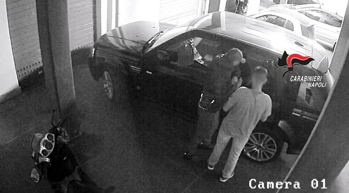 Sgominata banda che rubava auto: 13 arresti nel napoletano