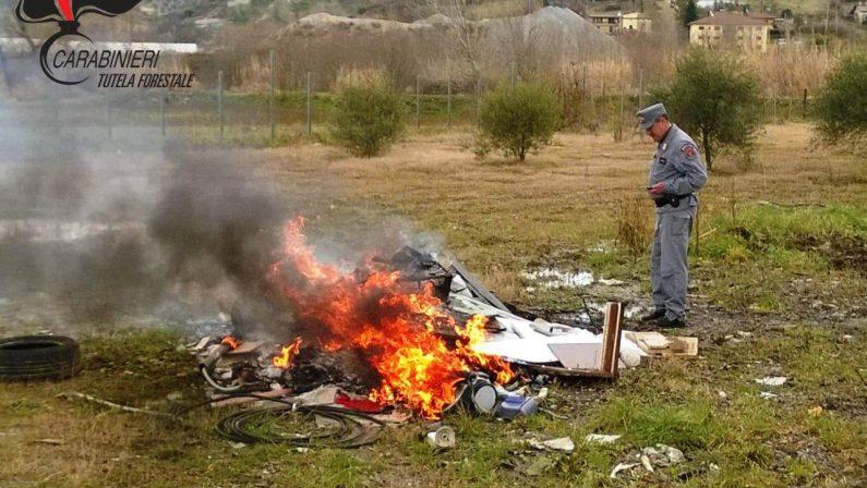 Bruciava rifiuti speciali nella sede della sua azienda  Scoperto e denunciato un imprenditore di Rende