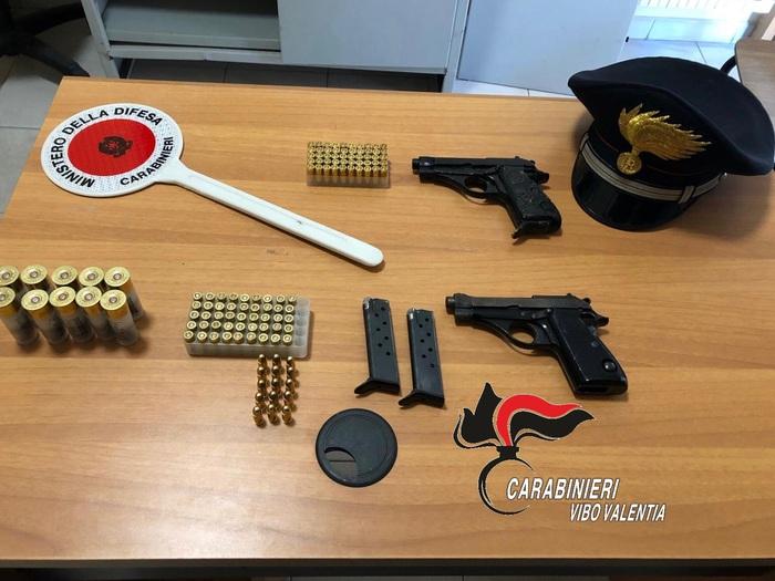 Armi e munizioni nascoste nel giardino di casaNel Vibonese arrestati dai carabinieri padre e figlio