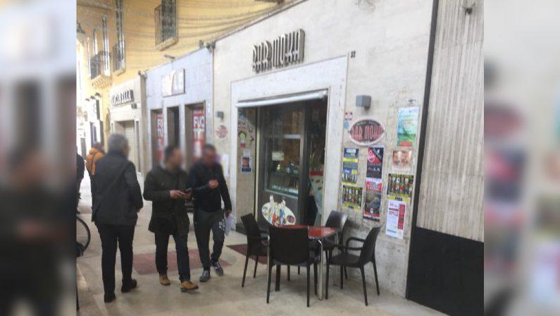 Omicidio D'Arca, ai domiciliari titolare del bar MokaIl Questore di Crotone chiude per 10 giorni il locale