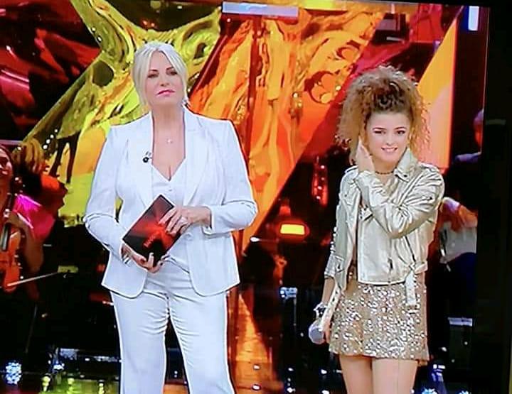 Sanremo Young, Giovanna Camastra è in semifinaleDuetto travolgente con Rocco Hunt. Eliminato Vaglica