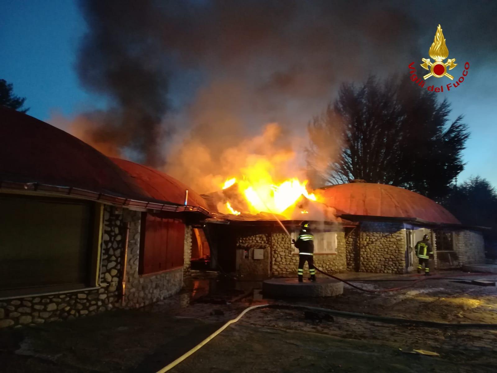 Muore l'uomo che ha incendiato negozi nel CrotoneseGravi le ustioni per l'attentato a villaggio Palumbo