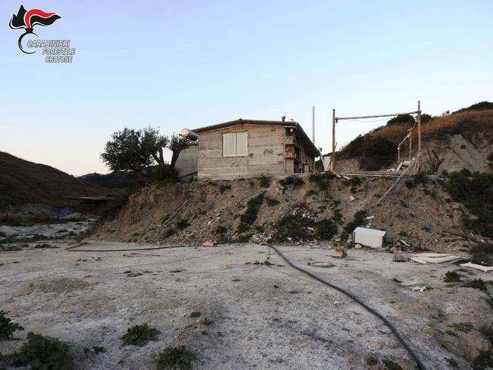 Immobile abusivo sequestrato nel Crotonese  La struttura era in corso di costruzione