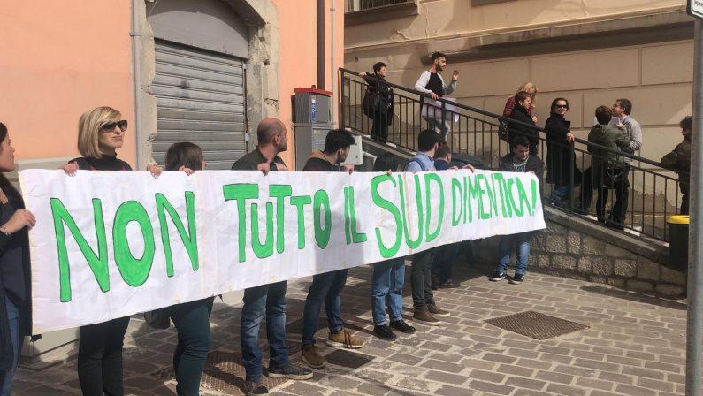 IL VIDEO - Contestazione per Matteo Salvini a Potenza: il confronto con i sostenitori
