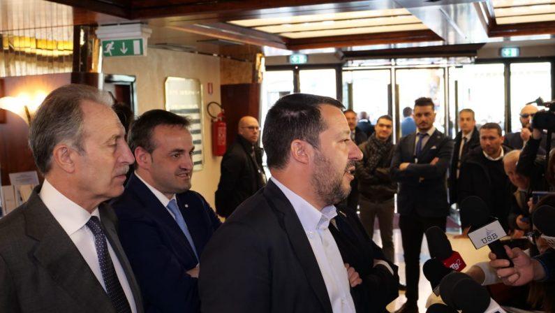 FOTO – La visita (con contestazione) di Matteo Salvini a Potenza