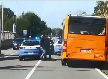 IL VIDEO - Ruba un autobus a Lamezia e fugge, l'inseguimento e l'arresto della polizia