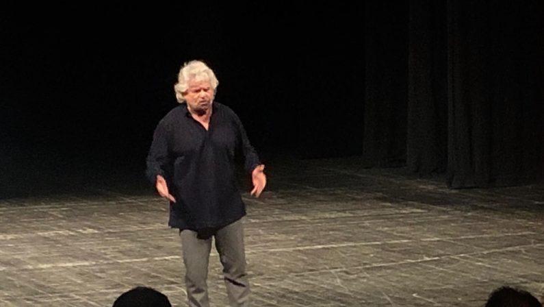 La frase shock di Beppe Grillo nei teatri calabresi«Niente reddito di cittadinanza? O mafiosi o in nero»