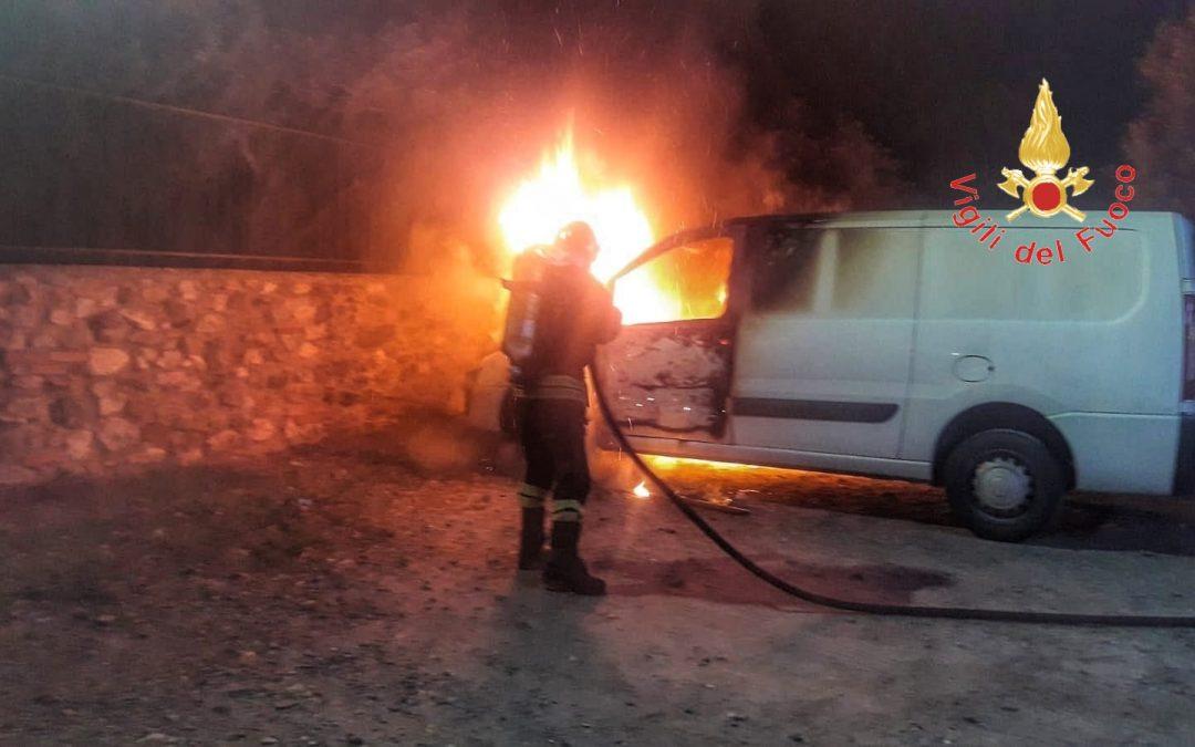 Intimidazione a ditta di Avellino che lavora in Calabria  Incendiato il furgone a Lamezia, paura in agriturismo
