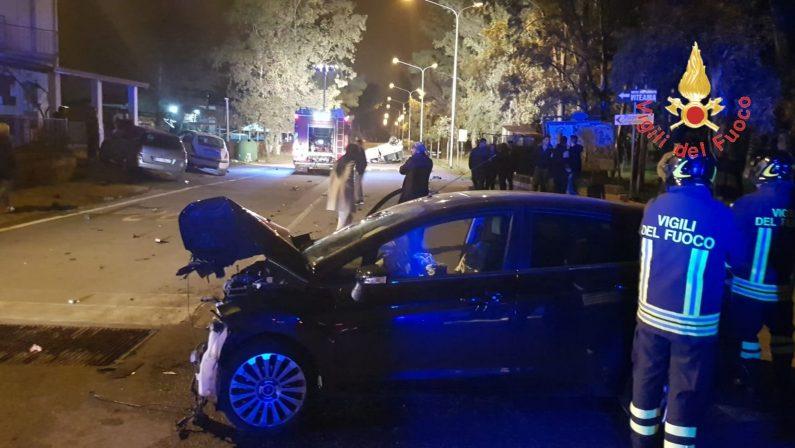 Scontro nei pressi del lungomare nel Catanzarese  Cinque persone ferite in un incidente stradale