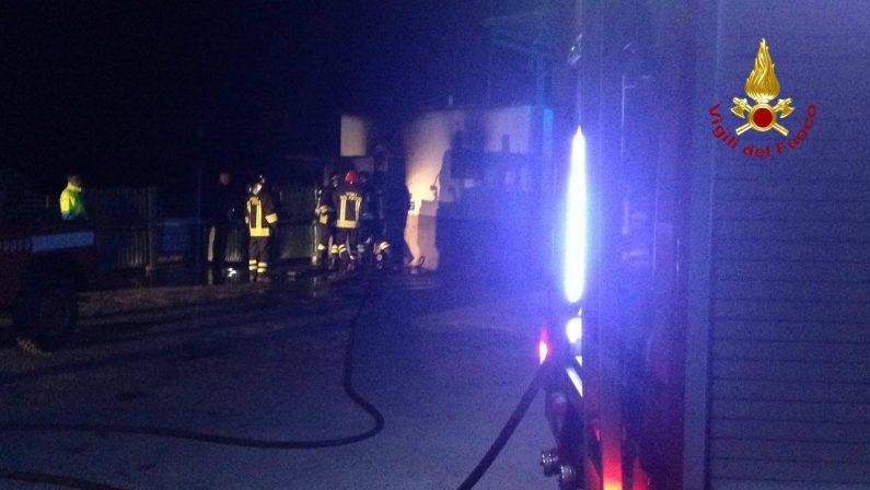 Incendio nei locali caldaia di una ditta di cateringTrovato un cadavere carbonizzato nel Crotonese