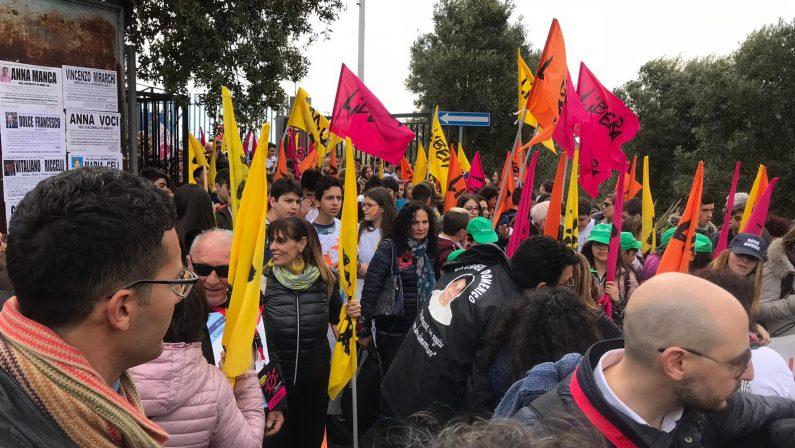 FOTO - Libera scende in piazza a Catanzaro per la Giornata della memoria e del ricordo delle vittime di mafia