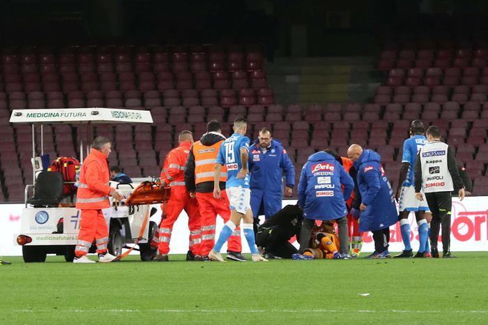 Calcio,Napoli bello e sciupone, Barcellona vince 2-1