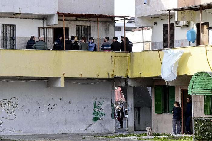 Napoli, uccisa dal marito, ai funerali la rabbia del Parroco: questo non è un uomo