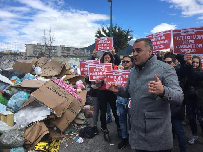 Rifiuti: marcia protesta a Torre del Greco