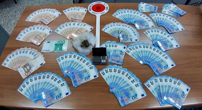 Sorpreso con migliaia di euro falsi e dosi di drogaVibonese arrestato dopo un controllo a Reggio